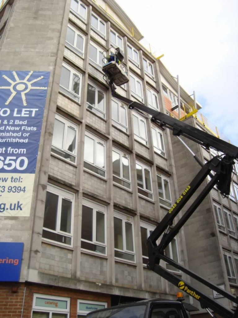 Looking For A Professional Window Cleaner In Bristol Call